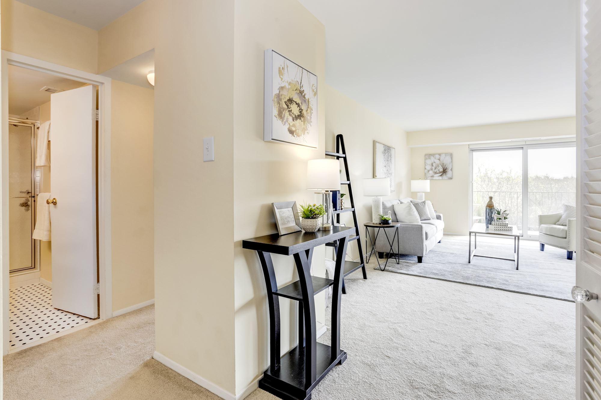 9039 Sligo Creek Parkway,Silver Spring,Maryland 20901,1 Bedroom Bedrooms,1 BathroomBathrooms,Condominium,Parkside Plaza,Sligo Creek,1039
