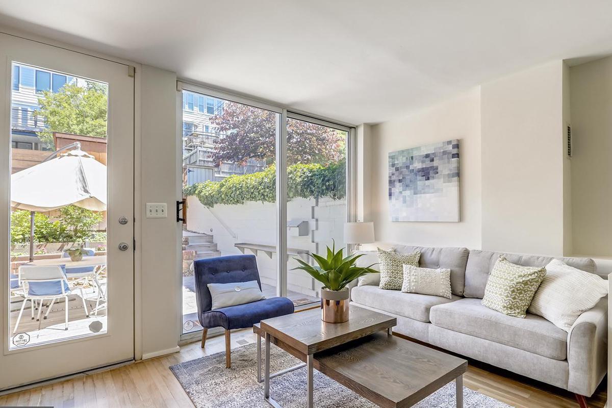 1703 Harvard Street NW,Washington,District Of Columbia 20009,3 Bedrooms Bedrooms,2 BathroomsBathrooms,Apartment,Harvard Street,1052